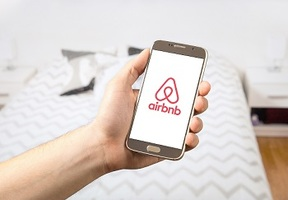 Airbnb-booking-cancellations-t